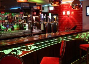 Moes-Bar-Main-300x216